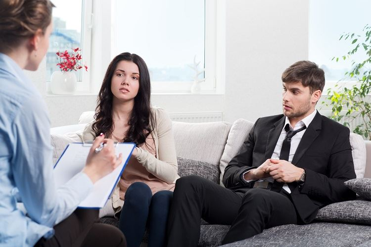 couple in divorce mediation